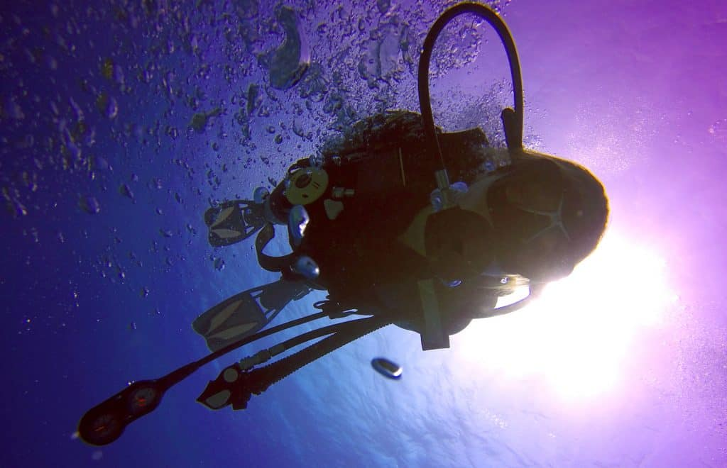 Dive shallow to reduce air needed - Best way for novice divers