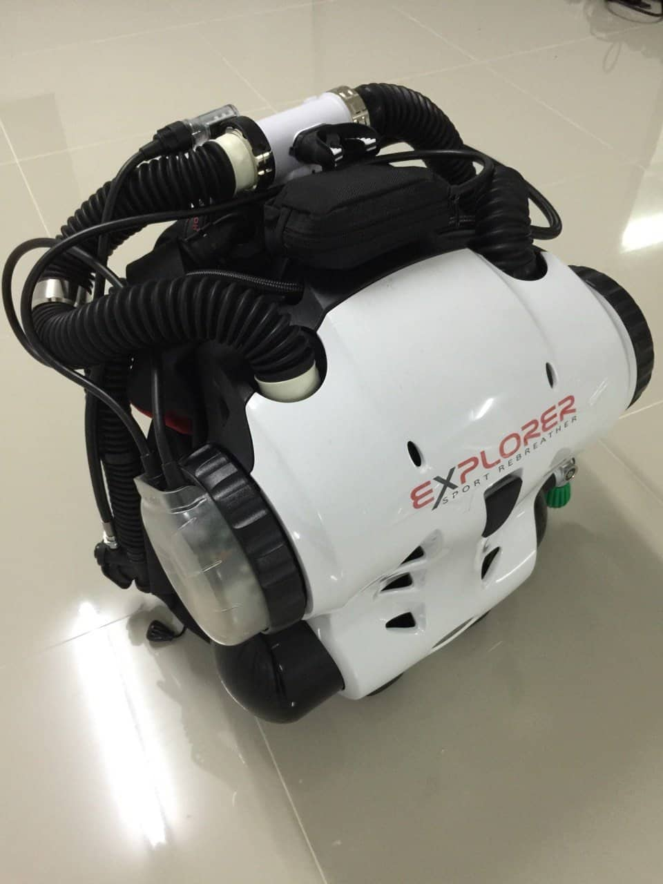 Hollis Explorer Rebreather for Scuba Divers - Using oxygen sensors and a PPO set point to keep you safe.