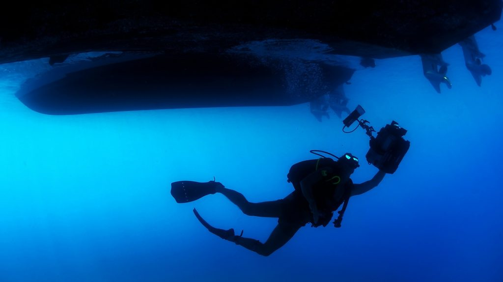 Vertigo and Vomiting while Diving