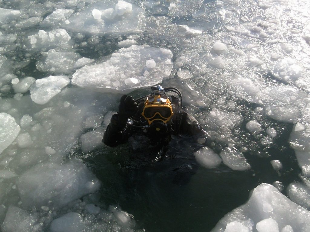 How to Stay Warm While Diving