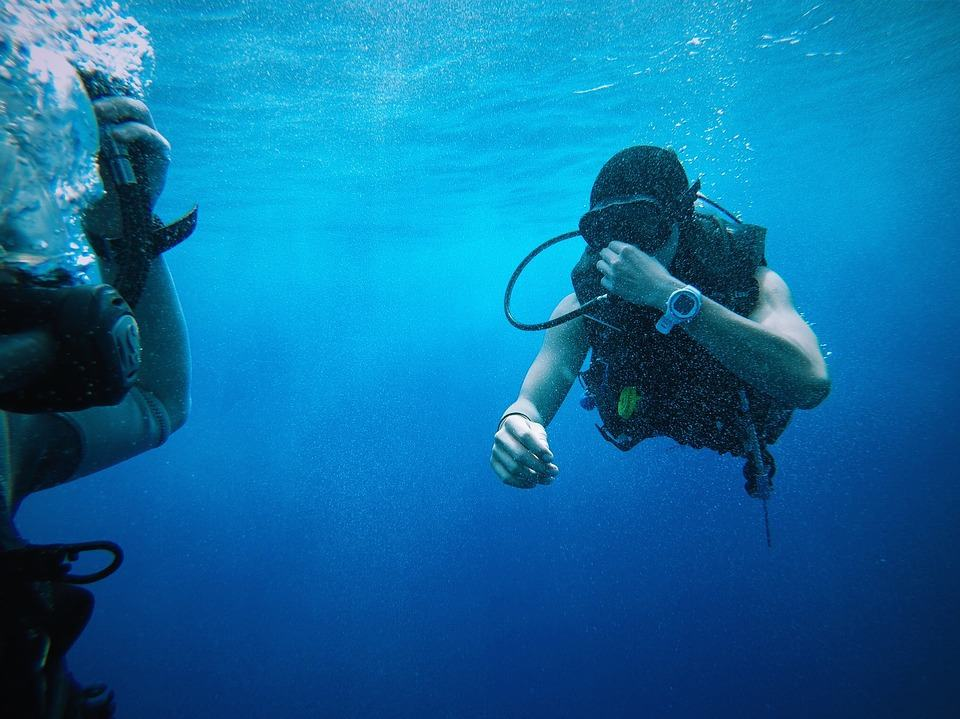 Diver under water with a dive computer - what can you do when your dive computer goes into lockout mode?