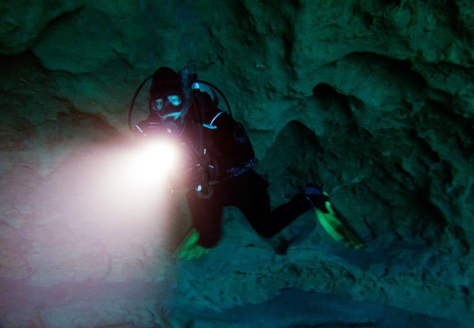 Using a scuba dive light