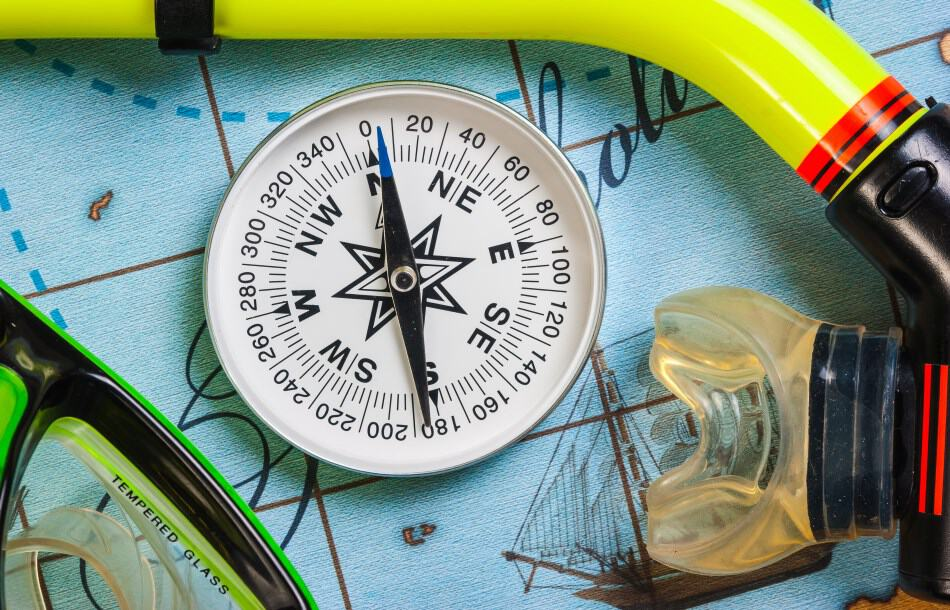 follow the numbers on the compass for scuba diving