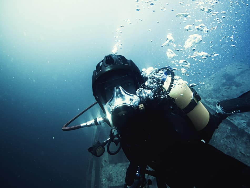What are the advantages of full-face scuba diving masks?