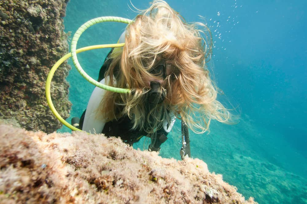 Manage long hair when you scuba dive